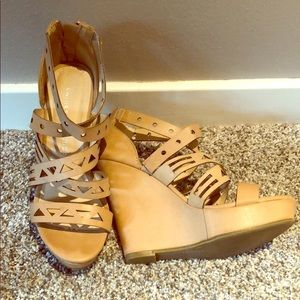 Like New! Chinese Laundry Nude Wedge Sandal